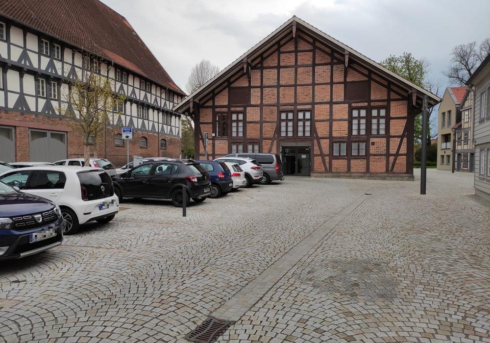 Der Parkplatz hinter dem Bürger Museum soll zum Zunz-Platz werden. So schlägt es jedenfalls Jürgen Kumlehn vor.