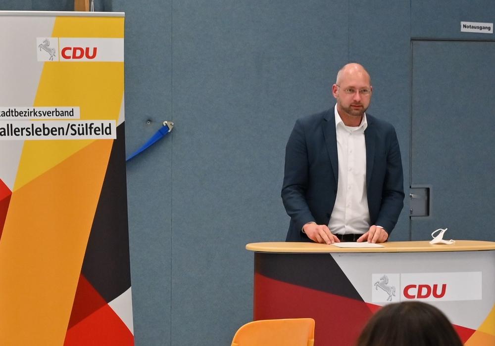 Bundestagskandidat Andreas Weber leitet die Aufstellungsversammlung.