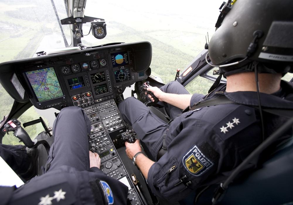 Die Besatzung des Hubschraubers sind ausgebildete Polizisten.