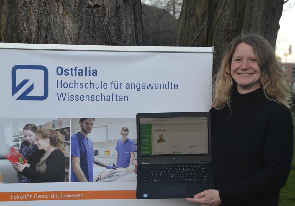 Sonderpädagogin Lina Stölting von der Fakultät Gesundheitswesen der Ostfalia freut sich über die hohe Akzeptanz der neuen App I.D.A.