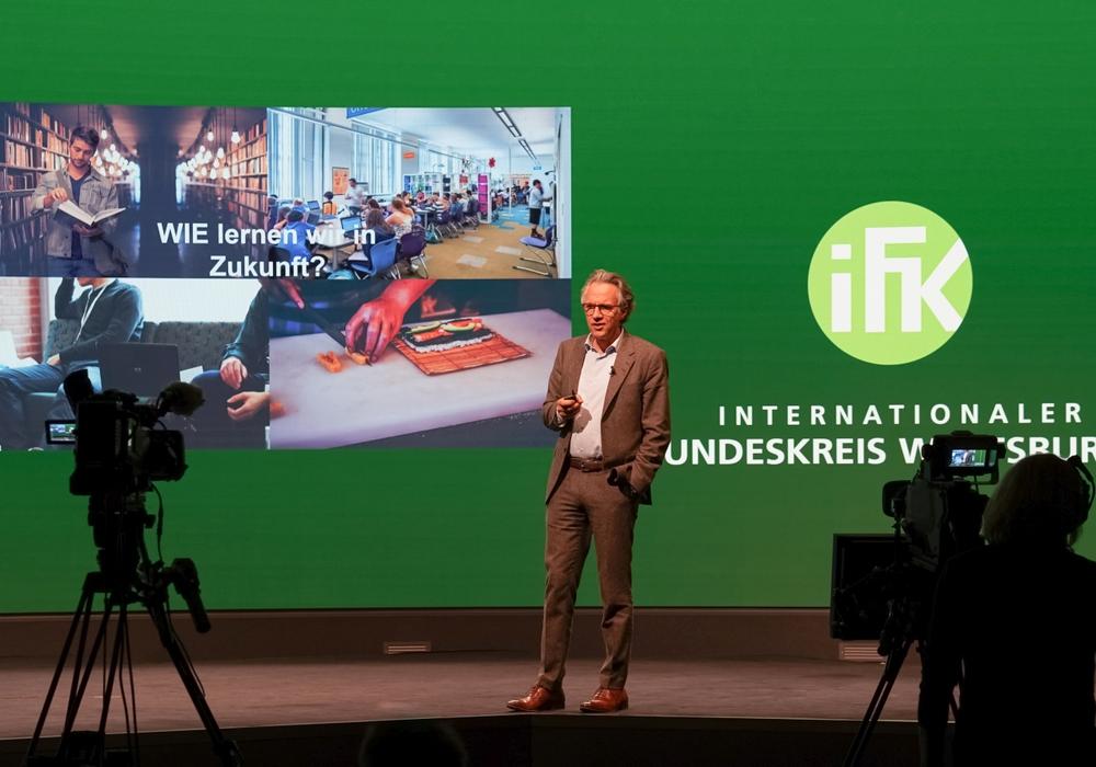 Jörg Dräger spricht im Rahmen der IFK Signature Speech über die Zukunft des Lernens