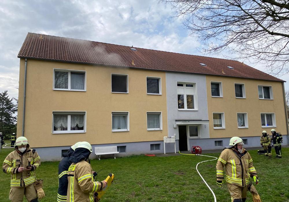 In einem Mehrfamilienhaus ist ein Feuer ausgebrochen.