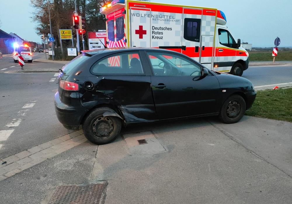 Ein Fahrer musste im Rettungsdienst behandelt werden.
