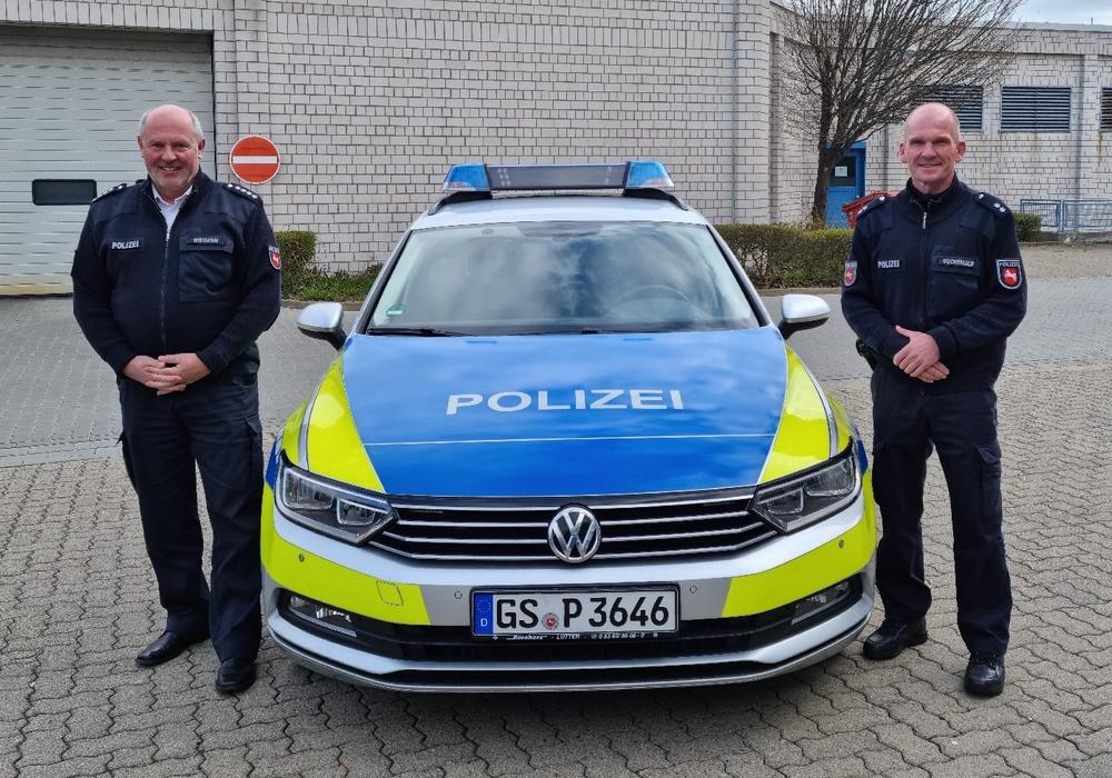 Ralf Buchmeier (rechts) und der Leiter des Einsatz- und Streifendienstes, Lothar Niemann (links).