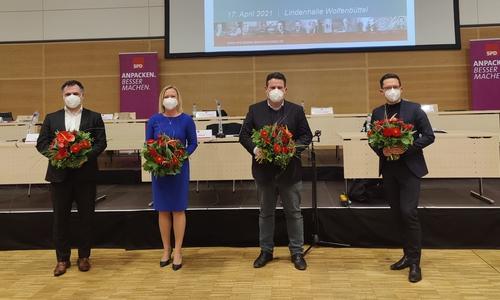 (Von links) Mit Dr. Christos Pantazis, Dunja Kreiser, Hubertus Heil und Falko Mohrs führen vier SPD-Politiker aus der Region die Niedersächsische SPD in die Bundestagswahl
