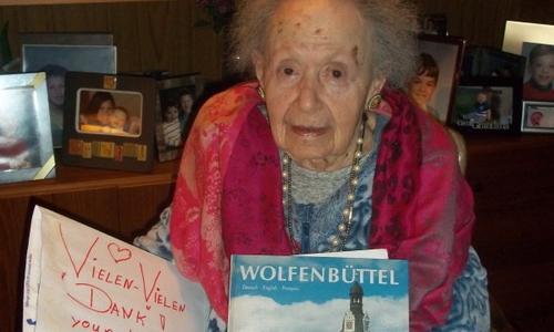 Lore Eppy ist heute 100 Jahre alt. Sie ist eine der letzten beiden Wolfenbütteler Juden, die im Dritten Reich aus der Stadt flüchten müssen. Trotzdem ist sie ihrer Heimat bis heute verbunden.