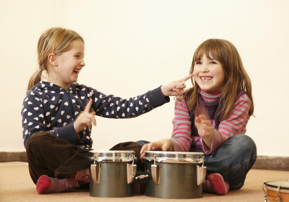 Die Musikschule stellt sich in den Kitas online vor, um die Kinder für die Musik zu begeistern.
