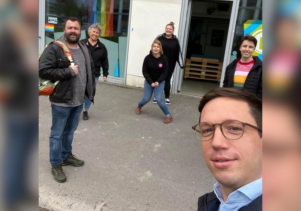 Die AG-Jugend der SPD beim Besuch des Jugendtreffs Haltestelle im Oktober 2020.