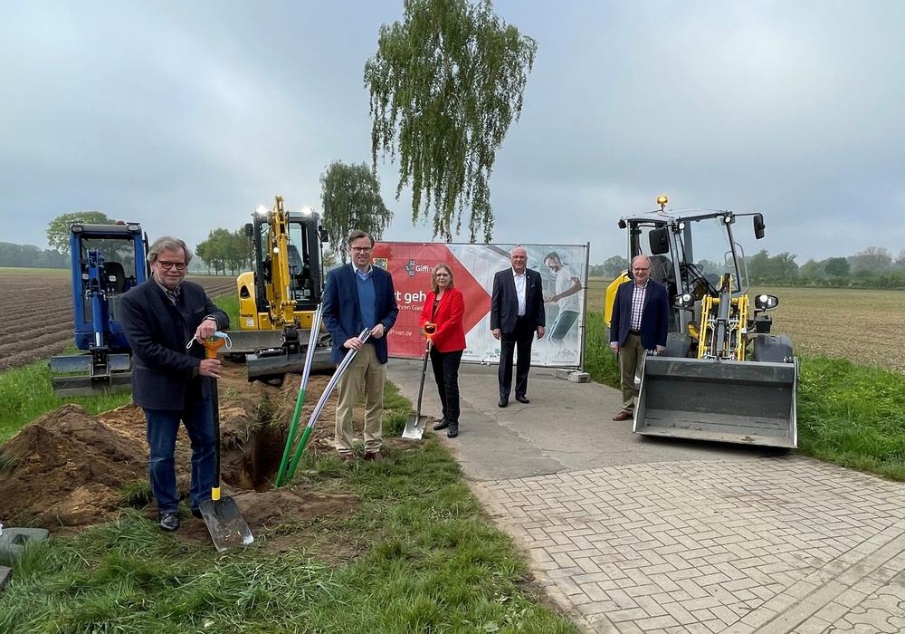 Der Spatenstich für den Breitbandausbau in der Samtgemeinde Meinersen ist erfolgt.