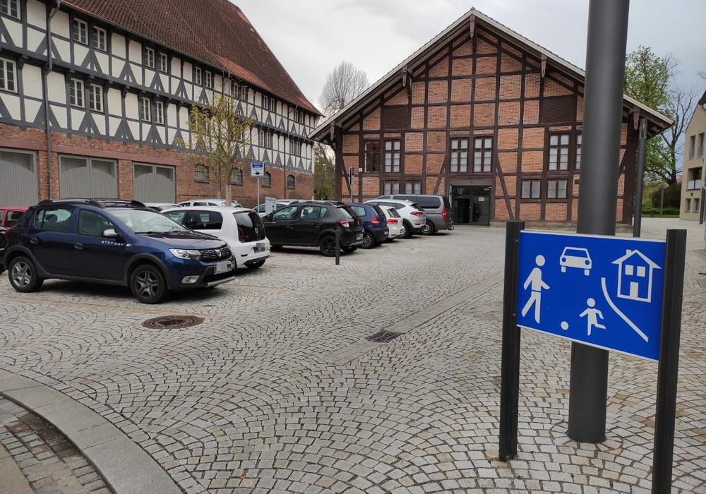 Einem Antrag von Thomas und Winfried Pink zufolge soll der Parkplatz am Bürger Mueseum zum Zunz-Platz werden.