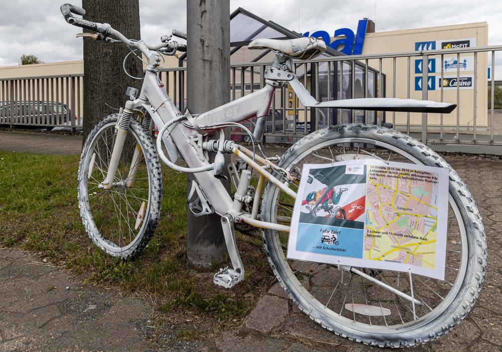 In Salzgitter wurden sogenannte Geisterfahrräder aufgestellt.