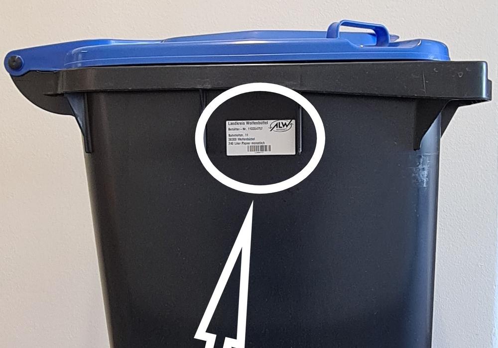 Der ALW bittet um Mithilfe: Die Etiketten sollten so wie auf dem Foto abgebildet aufgeklebt werden.