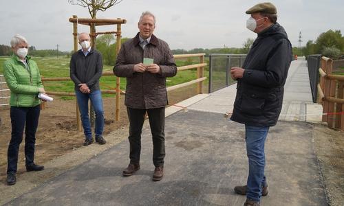 Weihten die neue Okerbrücke ein: Christiana Steinbrügge, Marc Lohmann, Frank Oesterhelweg und Andreas Memmert (v. li.).