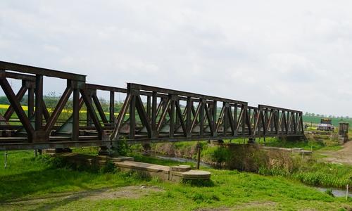 Die alte Eisenbahnbrücke konnte nicht mehr genutzt werden.