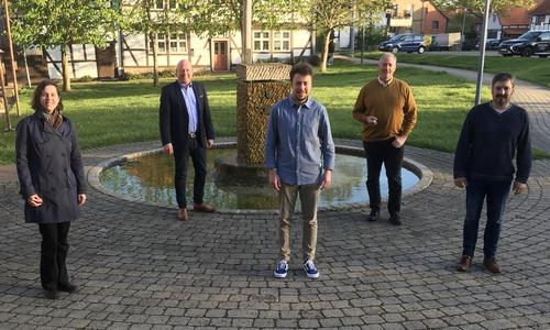Vorne von links: Dr. Monica Dahms, Henry Böddeker und Bernd Reiner, im Hintergrund Holger Bormann und Frank Oesterhelweg.