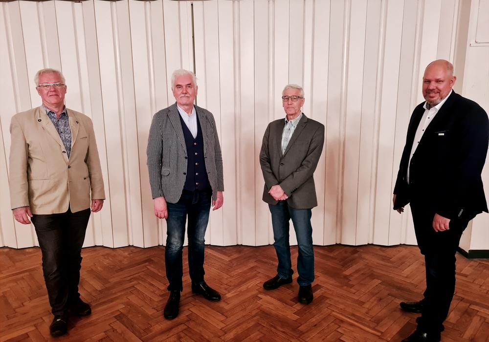 Von links nach rechts: Karsten Knoke, Wolfgang Gemba, Bundestagskandidat, Karl-Heinrich Belte, Vorsitzender und Michael Baum.