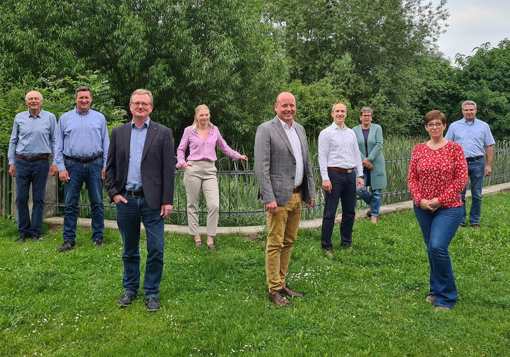 Von links: Horst Rollwage, Christoph Meiners, Dirk Girmsmann, Charlotte Küchler, Holger Bormann, Dr. Christian Schieder, Michaela Schulz, Sarah Grabenhorst-Quidde und Jan Fischer.