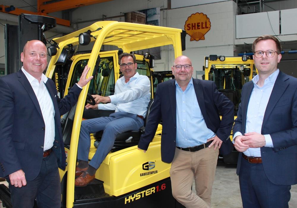 Holger Bormann, Marc Angerstein und Dr. Adrian Haack stellten heute das Wirtschaftskonzept der CDU in den Räumen der GS-Gabelstapler Service GmbH vor. Torsten Franke, Geschäftsführender Gesellschafter der GS-Gabelstapler Service GmbH, führte seine Stapler vor.