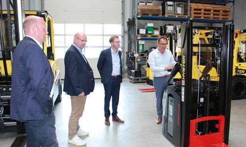 Torsten Franke, Geschäftsführer der GS-Gabelstapler Service GmbH führte die Christdemokraten durch sein Unternehmen.