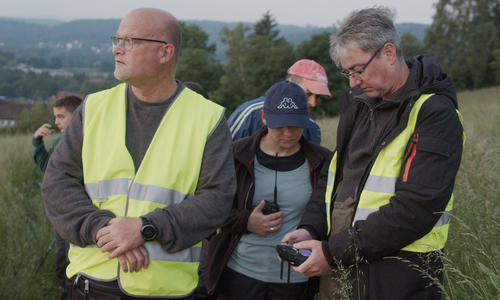 Links: Markus Ritter, rechts Holger Winkler, beides ehrenamtliche Drohnenpiloten. In der Mitte Annette Jerke.