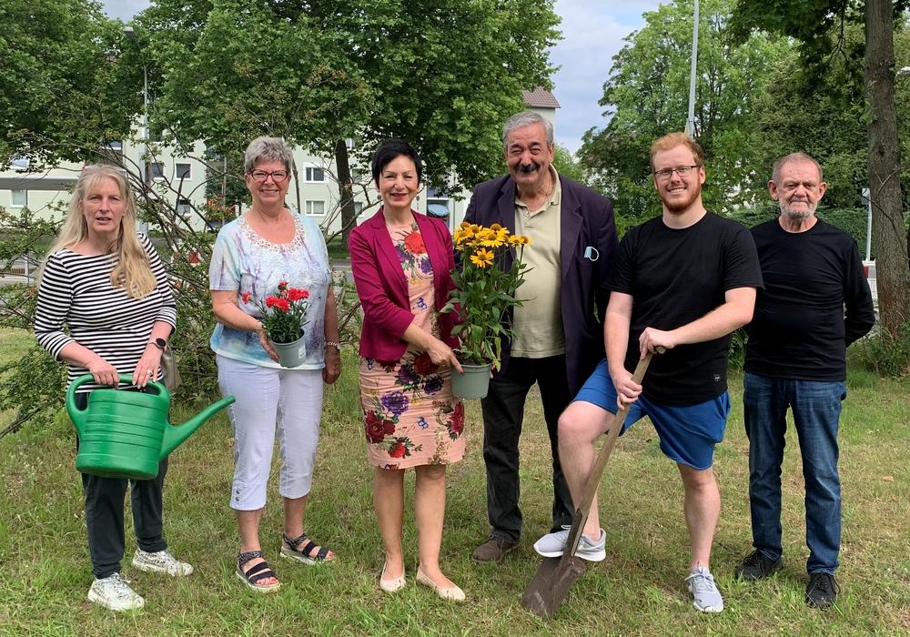 von links nach rechts: Simone Arndt, Angelika Jahns, Ortsbürgermeisterin Immacolata Glosemeyer, Antonio Zanfino, Kevin Kloth und Olde Dibbern.
