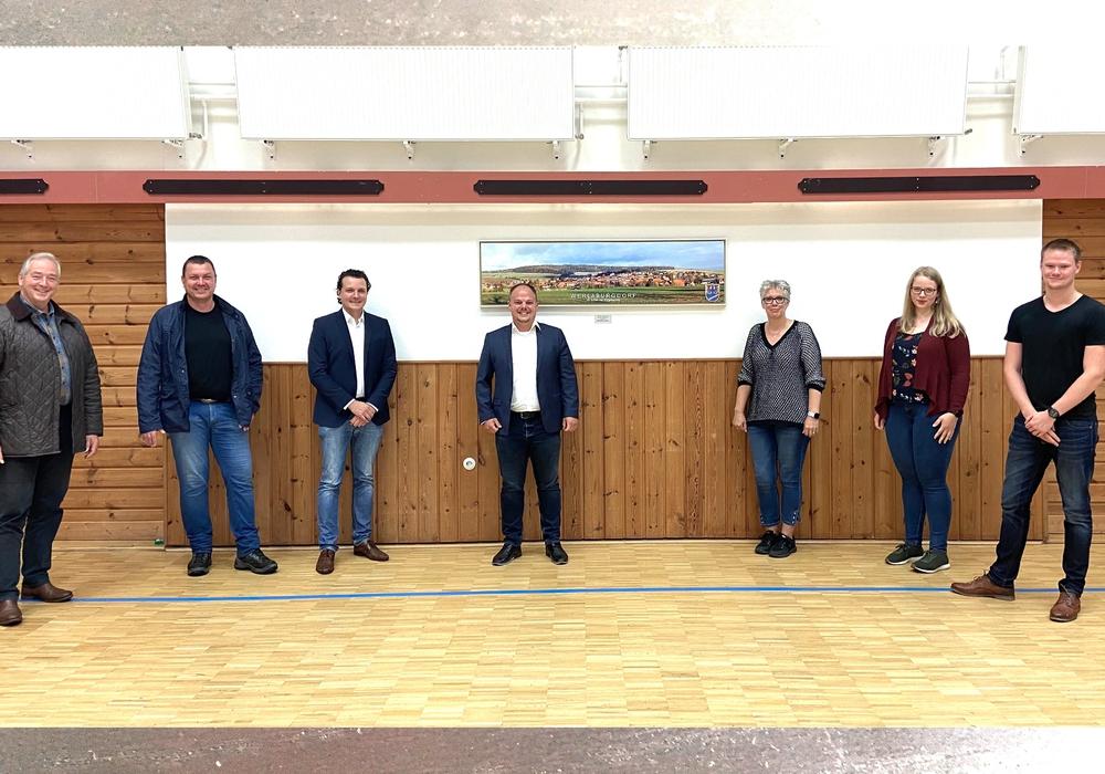 Die Werlaburgdorfer CDU-Kandidaten stellen sich auf: Für den Kreistag: Frank Oesterhelweg (MdL); für den Ortsrat: Thomas Klann, Jörn Alpers, Tobias Schliephake, Tanja Mävers, Wiebke Oesterhelweg und Niclas Schlechtweg (v. li.).