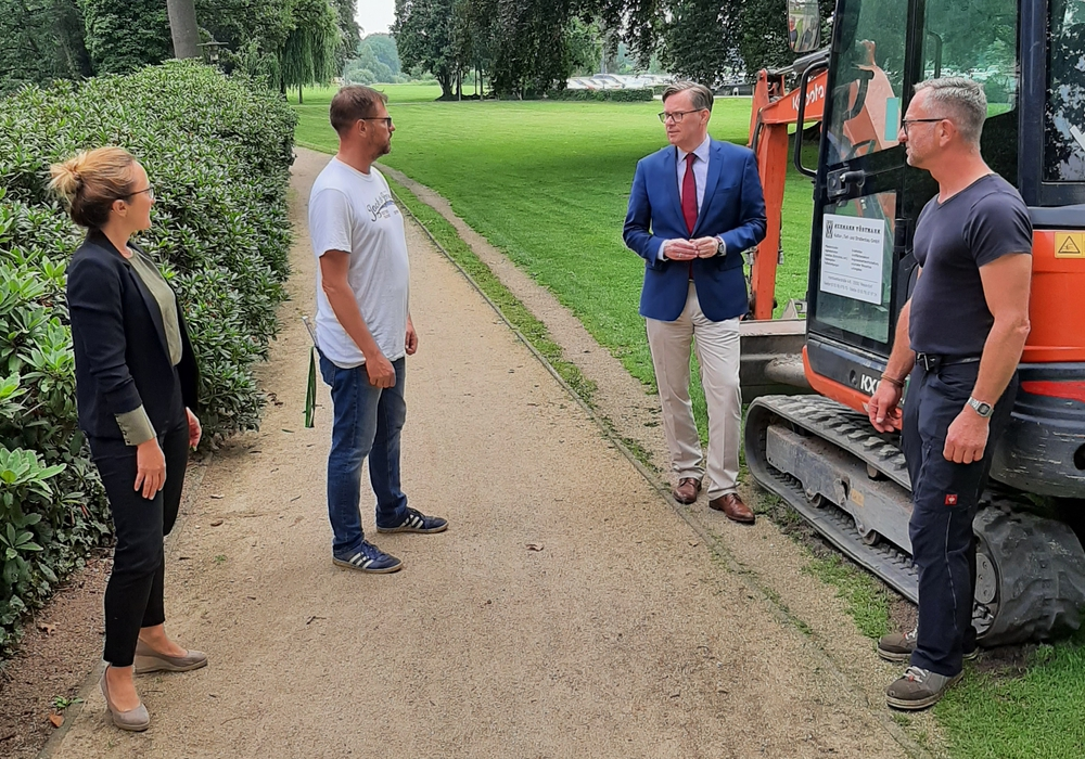 Annette Witte (Abteilungsleitung 8.1 Zentrale Gebäudewirtschaft), Tobias Linneweh (Fa. Vörtmann), Landrat Dr. Andreas Ebel, Rüdiger Bünte (Fachbereich 8.1) (v. li.).