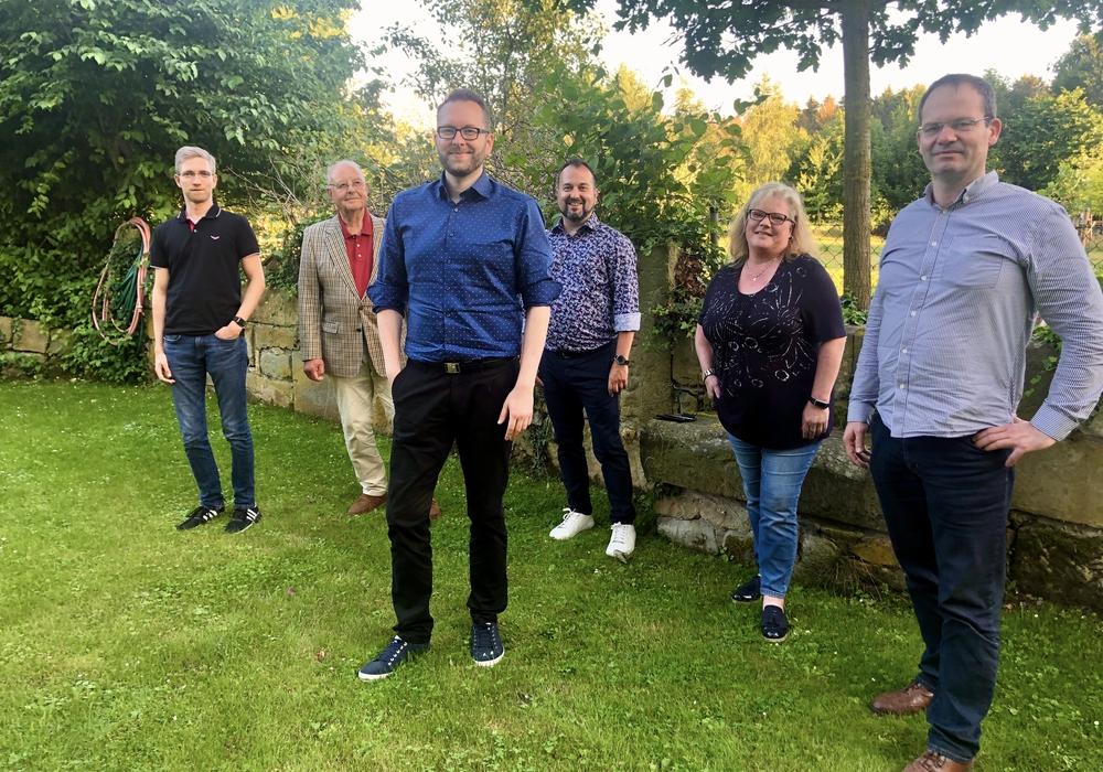 Sind sich einig: Bürgermeisterkandidat Frederik Brandt (3. v.l.) und die Freidemokraten Kevin Gewalt, Hans-Dietrich Politt, Frederik Brandt, Tim-O. Franzke, Stefanie Bote und Nils-Peter Hoffmann (von links).