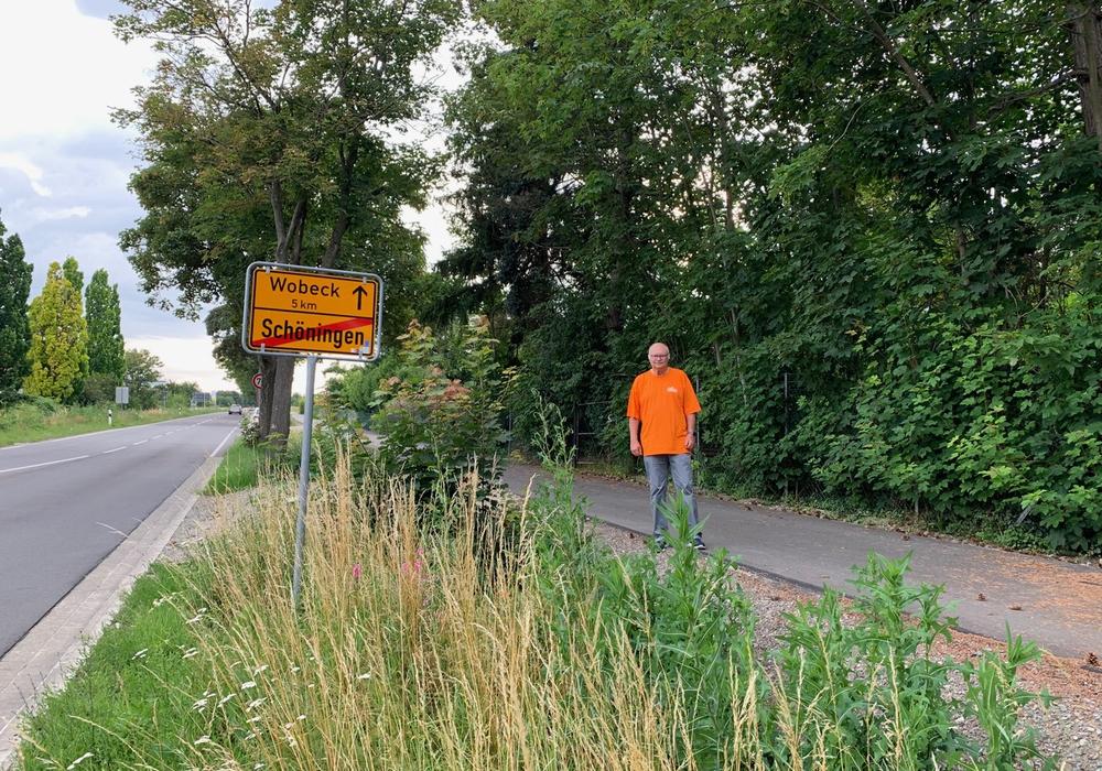 CDU-Fraktionsmitglied Günter Merkle am Radweg