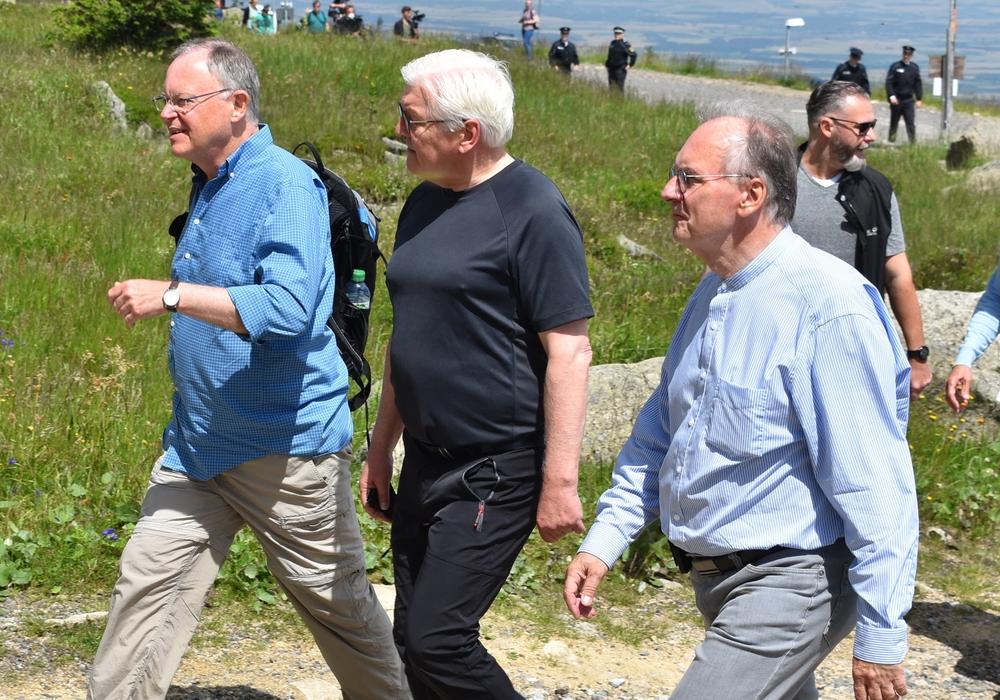 Bundespräsident Frank-Walter Steinmeier auf dem Brocken, links Stephan Weil, rechts Dr. Reiner Haseloff.