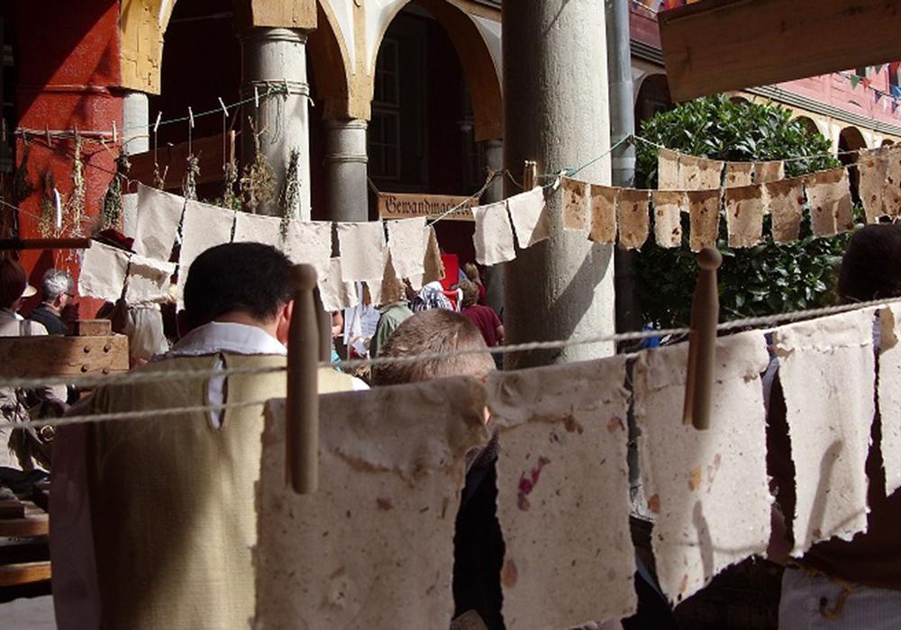 In der Papierwerkstatt des Schlosses