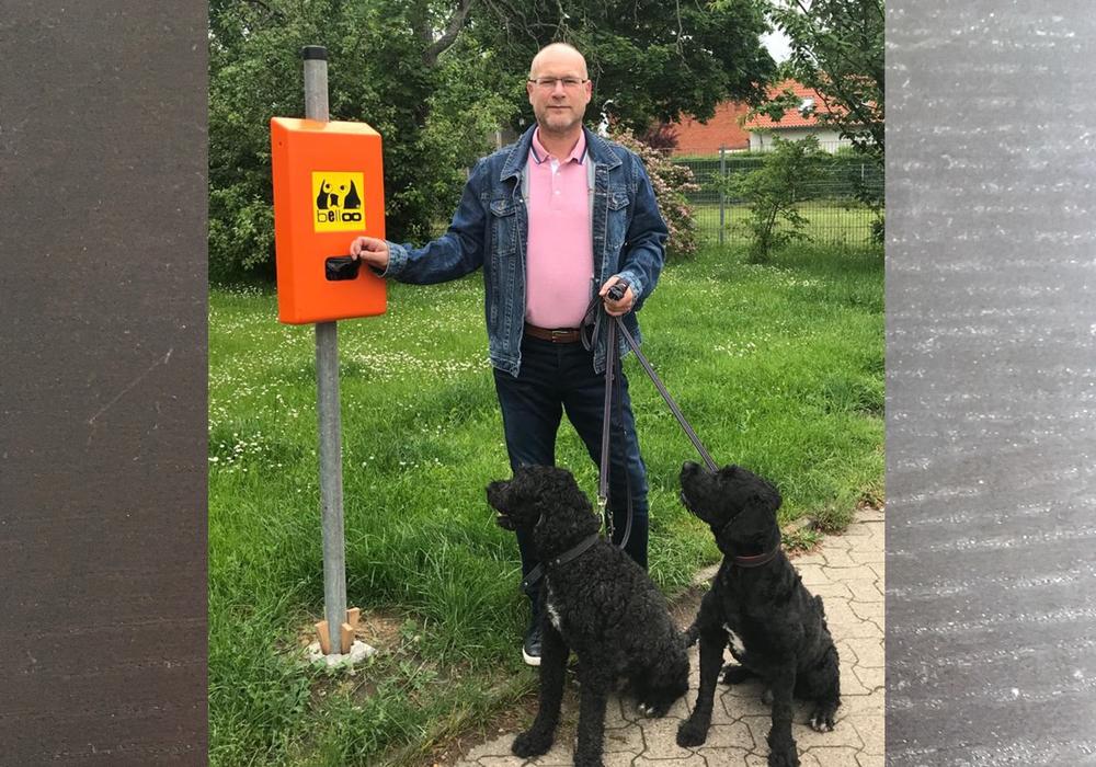 Bürgermeister Ingo Geisler mit dem neuen Spender.