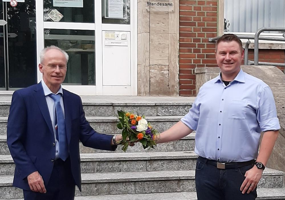 Holger Flöge (FDP Ilsede) und Niels Neuhäuser.