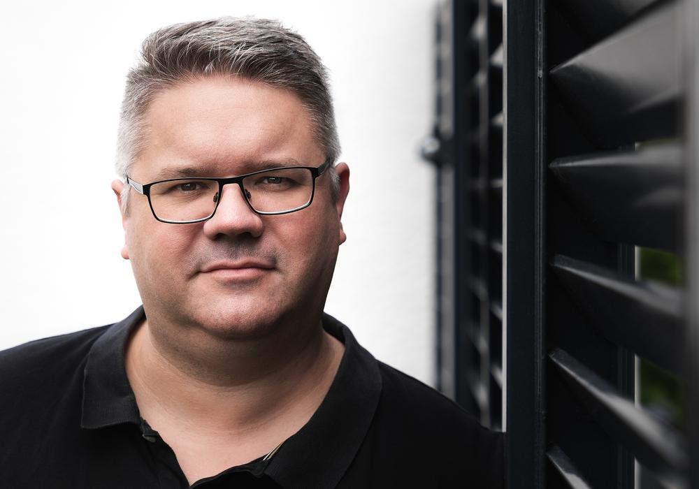 Lars M. Vollmering ist gelernter TV-Redakteur, Medienprofi und gebürtiger Wolfsburger.