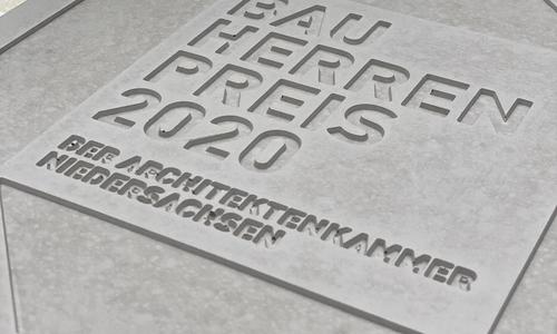 Der Stein wird an einer städtebaulich markanten Stelle im Stadtgebiet aufgestellt.