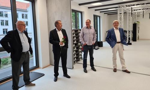 Oberbürgermeister Ulrich Markurth (2. von links) bei der Eröffnung der neuen Sportstätten.