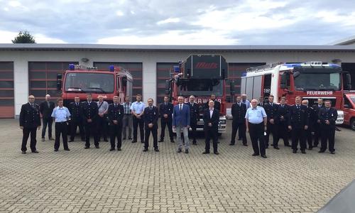 Die ernannten und entlassenen Ortsbrandmeister mit ihren Stellvertretern und den anwesenden Gästen aus Politik und Verwaltung.