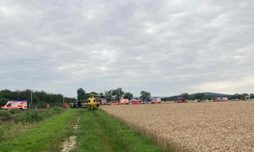 Die Einsatzkräfte von Feuerwehr, Polizei und Rettungsdienst waren mit einem Großaufgebot vor Ort.