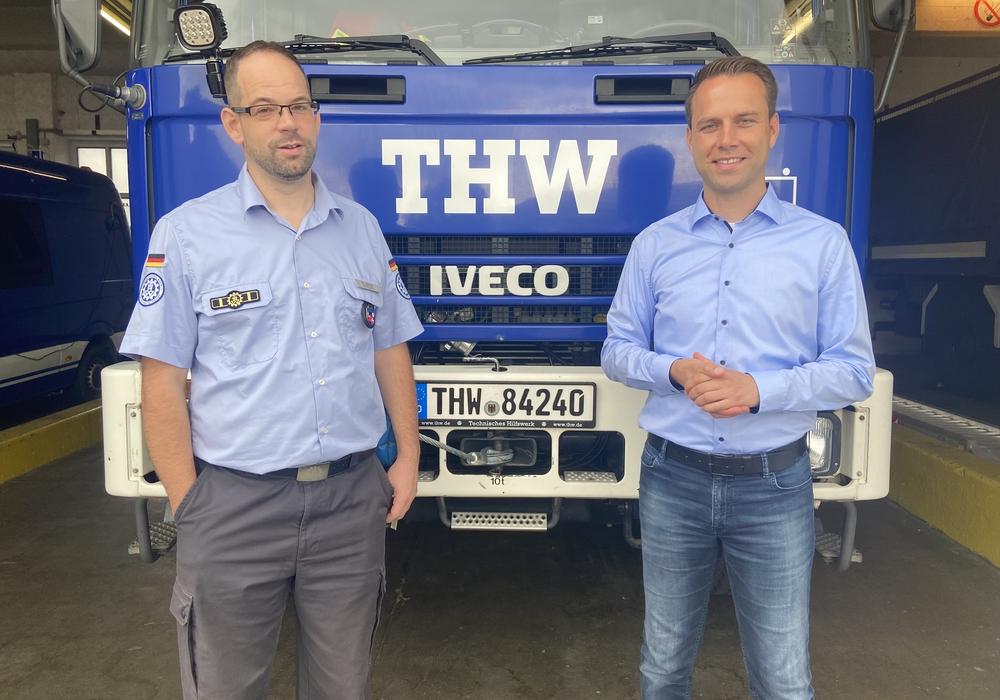 Von links nach rechts: Marc Bühner und Dennis Berger beim THW Ortsverein Wolfenbüttel.