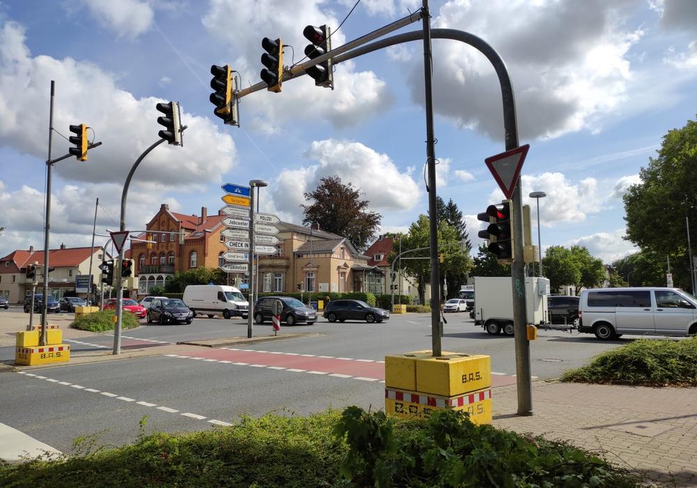 Baustellenampeln sollen den Verkehrsfluss gewährleisten.