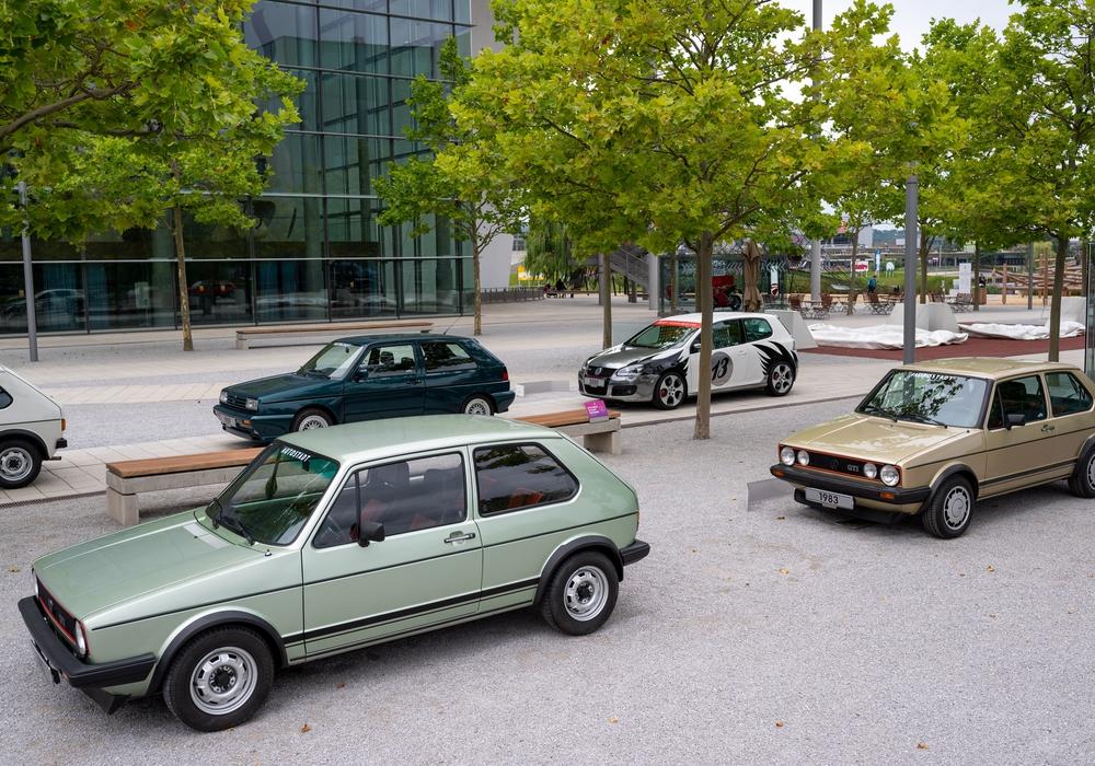 Vor dem ZeitHaus der Autostadt in Wolfsburg erleben Gäste ab sofort eine Reise in die Vergangenheit der Ikone aus dem Volkswagen Konzern.