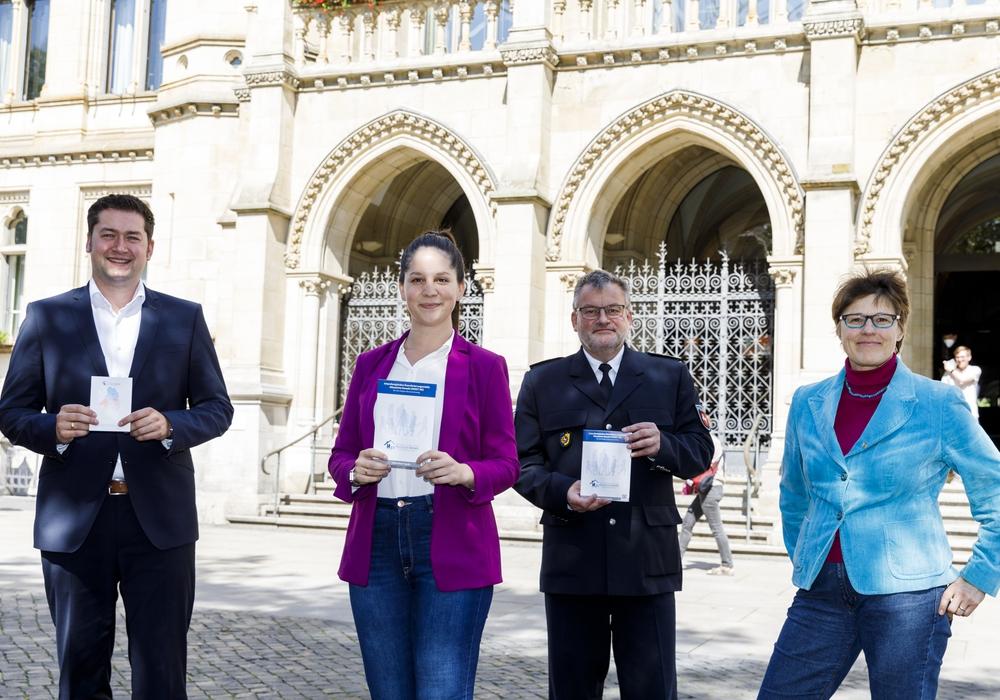 Dr. Thorsten Kornblum, Yasemin Wolgast, Roger Fladung, Marion Lenz. (v.l.).