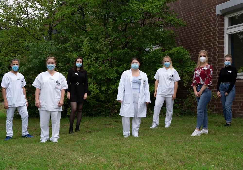 Insgesamt sieben neue Mitarbeitende haben die Ausbildung zur/-m Medizinischen Fachangestellten am Städtischen Klinikum Braunschweig begonnen.