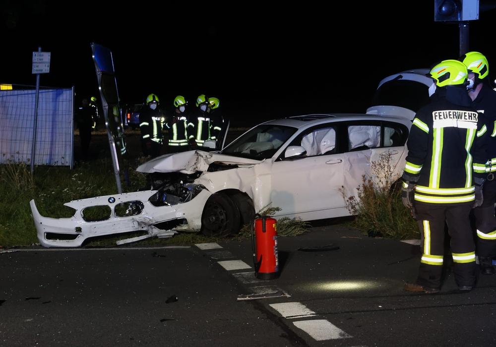 Der BMW war auf der Kreuzung mit einem Passat zusammengestoßen.