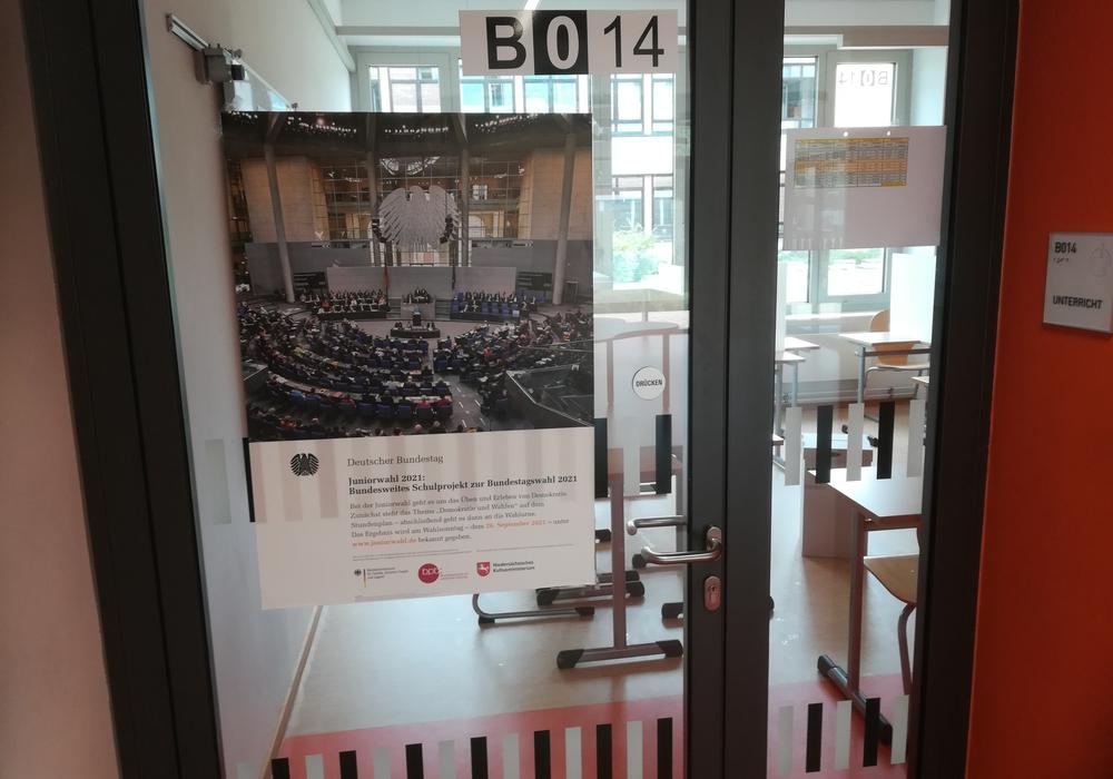 Der Eingang zum Wahllokal in der IGS Wallstraße.