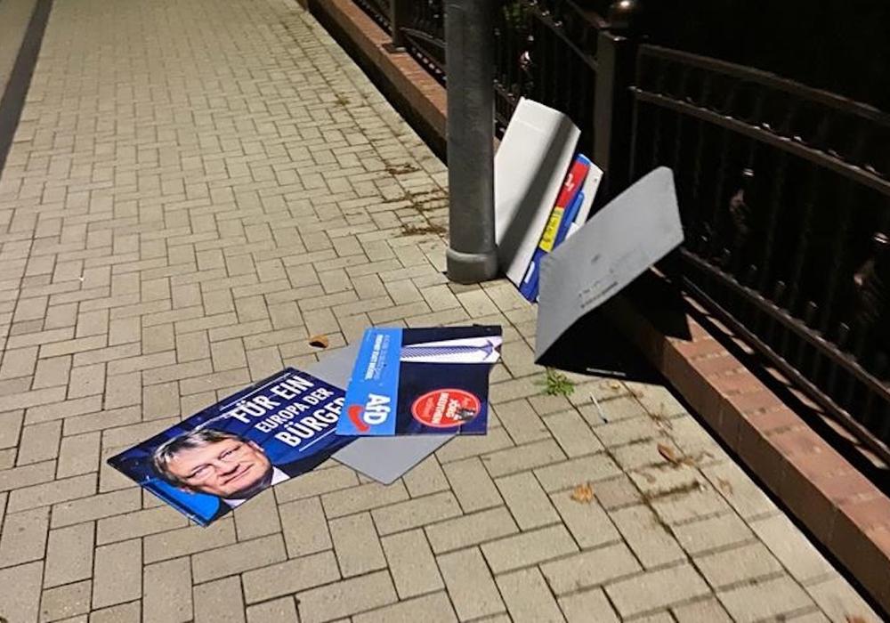 Abgerissene Wahlplakate