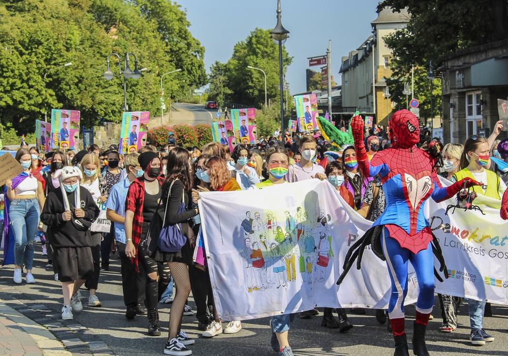 Das Bunte Treiben wurde von circa 400 Feiernden begleitet.