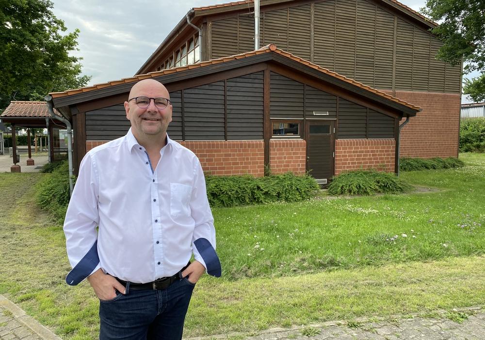 Marc Angerstein will die Turnhalle in Fümmelse als Notunterkunft bei Katastrophenfällen vorbereiten lassen.