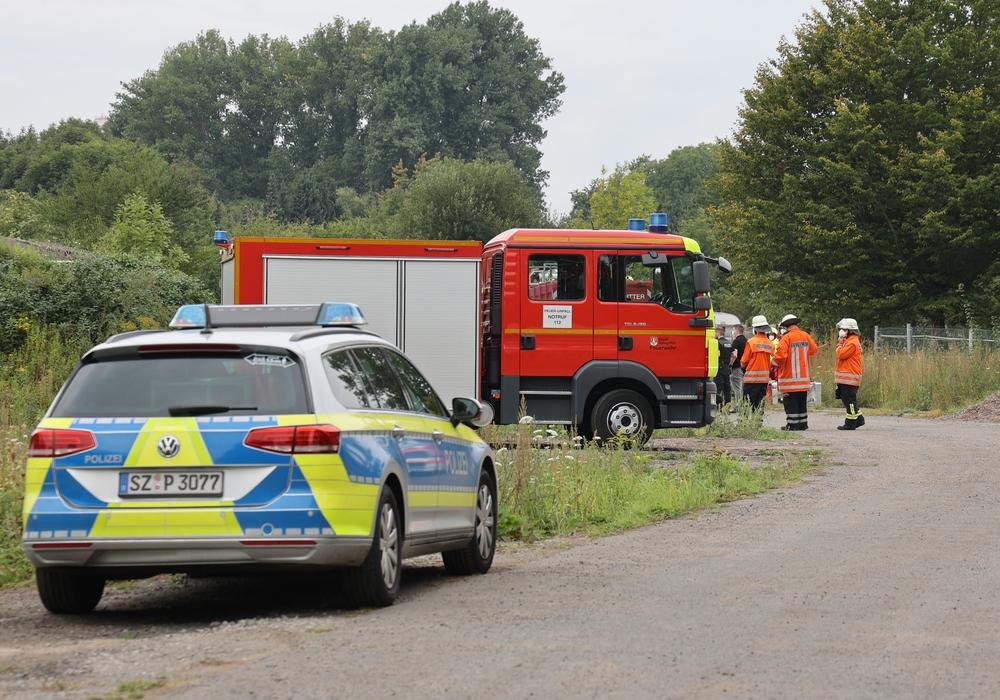 Die Feuerwehr am Einsatzort. Ein betreten des Geländes war der Presse nicht gestattet.