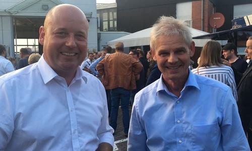 Frank Klingebiel (CDU, rechts) unterstützt Holger Bormann vor Ort.